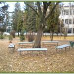 Ispred skole